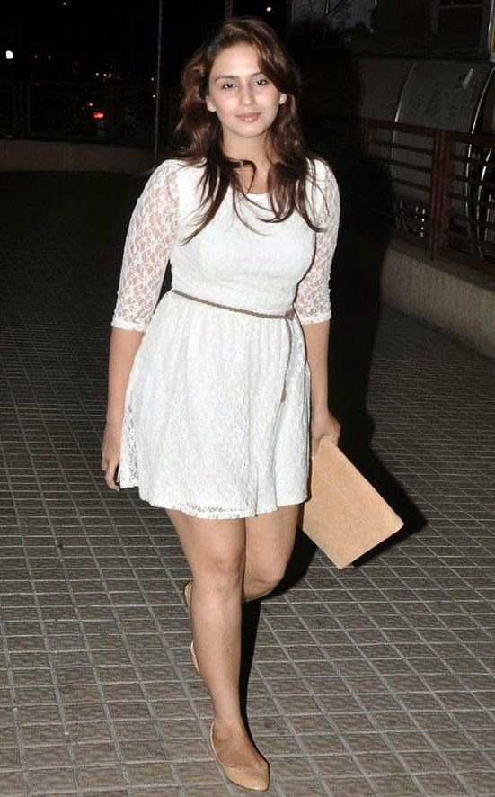 Huma Qureshi Hot Photos In Short Dress Revealing Sexy Thighs
