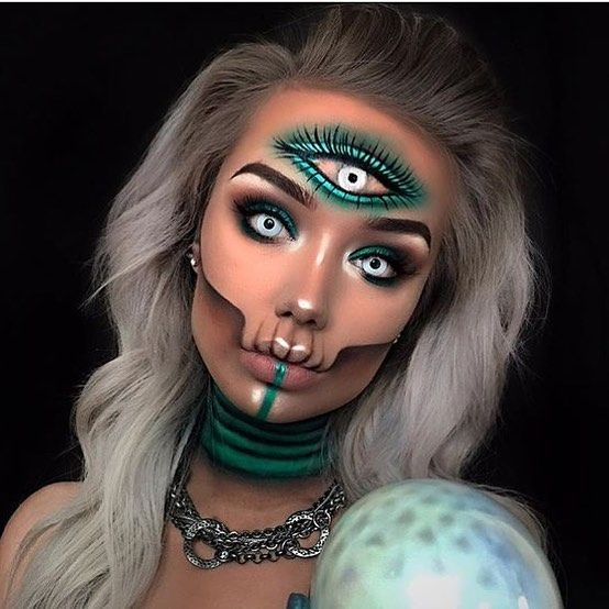 "Gefällt 12.1 Tsd. Mal, 81 Kommentare - Halloween Beauty (@halloweenmakeupideas) auf Instagram: ""Stunning makeup by @typical_white_girl_sfx !! #repost. . . . #halloween #halloween2017 #halloween17…"""