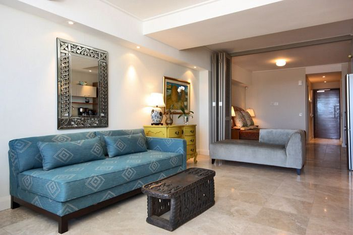 702 Canal Quays - This refreshing studio apartment not only has space and style, but it has also been furnished and equipped with impeccable taste. Exotically different decor both excites and calms the senses. With an antique ... #weekendgetaways #vandawaterfront #southafrica