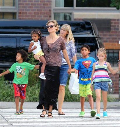 09/08/2012 La modella Heidi Klum con i suoi quattro bambini: Lou, Leni, Henry and Johan.  Occasione della riunione di famiglia? Un pranzo da Pastis a New York.