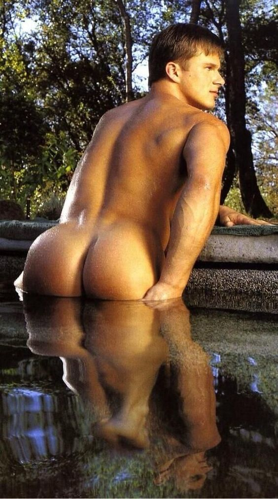 naked-men-with-nice-bums