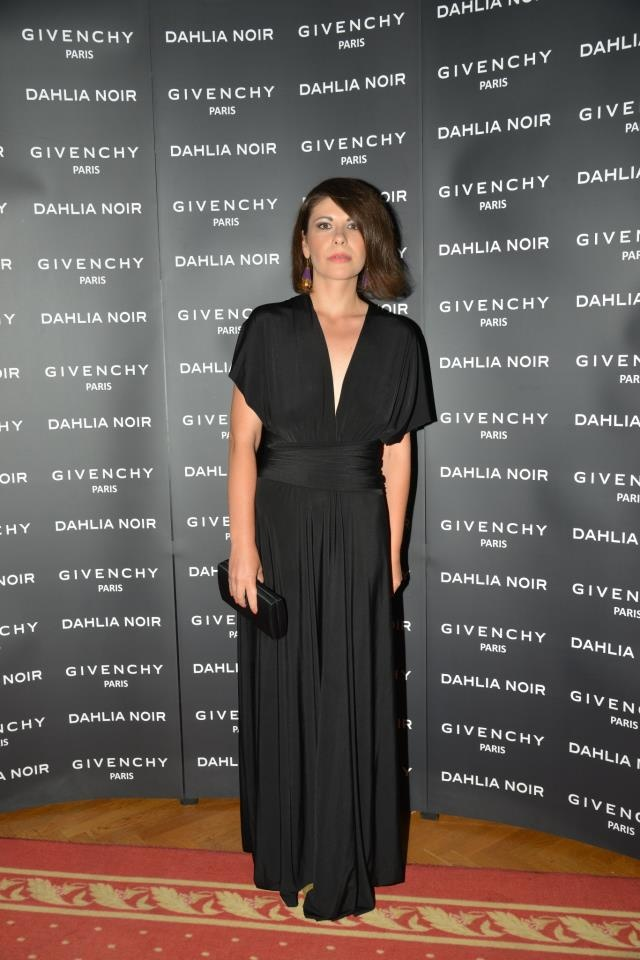 Fragrance launch: Dahlia Noir (Givenchy) --> http://www.adinanecula.ro/dahlia-noir-givenchy-aroma-nostalgica-a-unei-povesti-tomnatice.html
