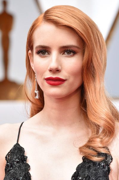 Emma Roberts Photos Photos - Actor Emma Roberts attends the 89th Annual Academy Awards at Hollywood & Highland Center on February 26, 2017 in Hollywood, California. - 89th Annual Academy Awards - Arrivals
