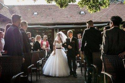 Esküvői bevonuló zenék a weboldalamon (fotó: Első Látásra Wedding Photography)