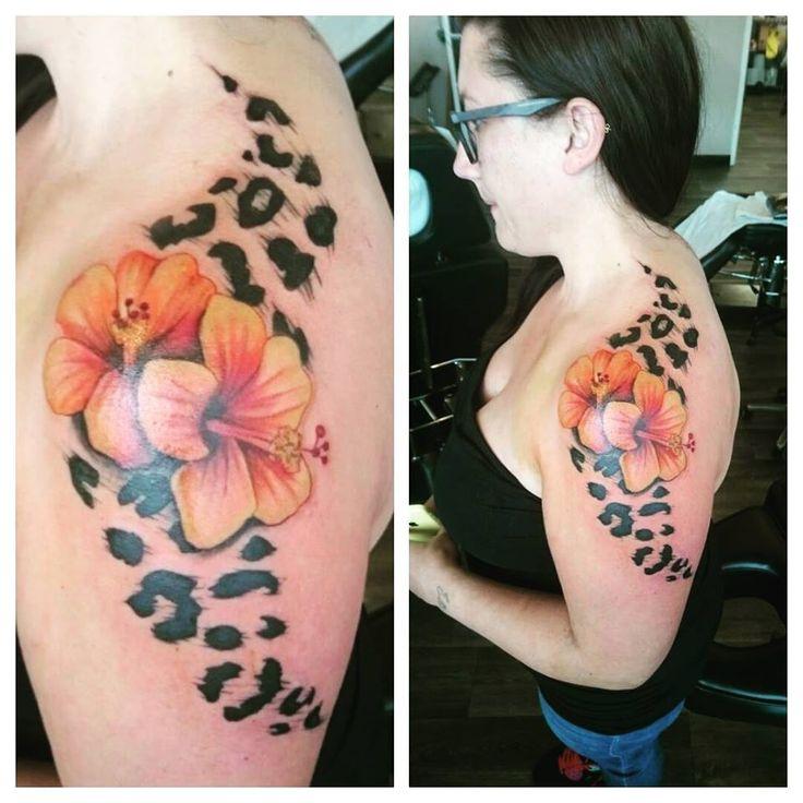 leopard print tattoo, hibiscus flowers colour, black and grey shoulder tattoo, feminine tattoo