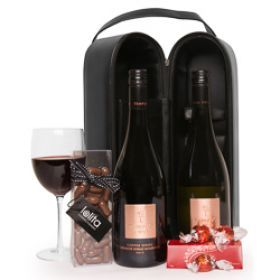 Get this Classic Wine Double gift hamper for the wine lovers. A perfect gift for Christmas!