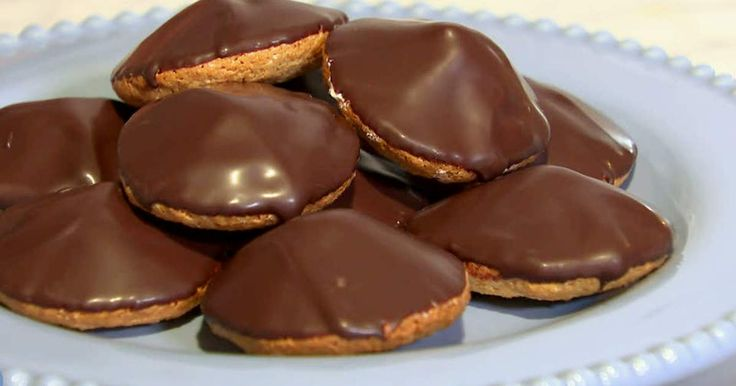 Biskvier - en klassisk kondisbit som är svår att inte älska. Johan Sörberg visar hur du bakar dina egna biskvier, spela filmen för att se hur du gör!