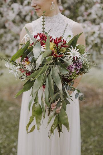 cascading gold gum leaves, kangaroo paw, flannel flower and other spring Australian natives featured in Kelly's bouquet. Www.jademcintoshflowers.com.au Www.justinaaron.com.au