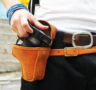 The gun holder for your camera !    http://www.etvonweb.be/28942-haut-les-mains-je-sors-mon-nikon