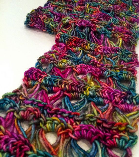 Cinderella Scarf Pattern  Love this.  (broom stick stitch) :)