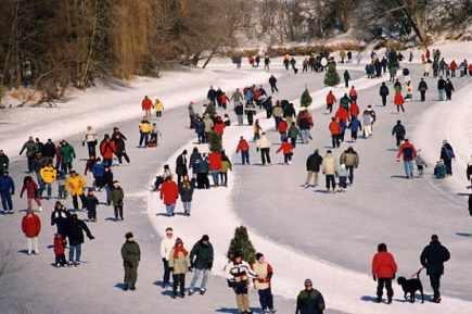 L'hiver, la ville de l'Assomption entretient une patinoire longue de 9 km sur la rivière l'Assomption