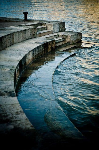   P   Seine River, Paris