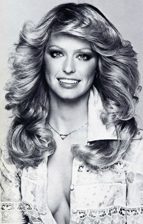 Farrah smiles wearing her famous hair style that many a young teenage girl desired.