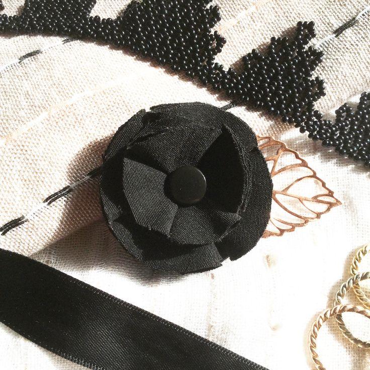 BissBiss   #bissbiss #shopbissbiss #fabricflowers #flowers #handmade #handmadewithlove #ooak #accessories #ecofashion #sustainable   #brooch #pin #rosegold #leaf