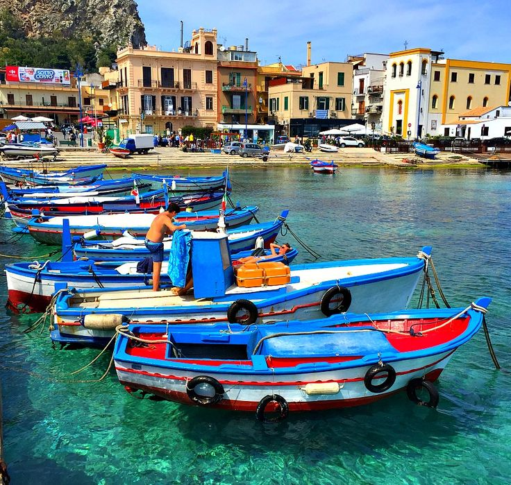 Top things to do in Palermo Sicily - From beautiful sandy beaches, clear blue water, historic sites and world class food, this Italian city has it all.