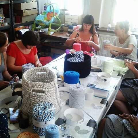 Crocheting with Bobbiny and Mamanufaktura. Making Zpagetti / tshirt yarn / trapillo baskets.