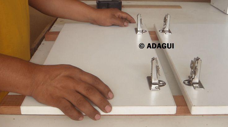 Como instalar Bisagras de Cazoleta Puertas muebles de cocina en Melamina | Web del Bricolaje Diy diseño y muebles