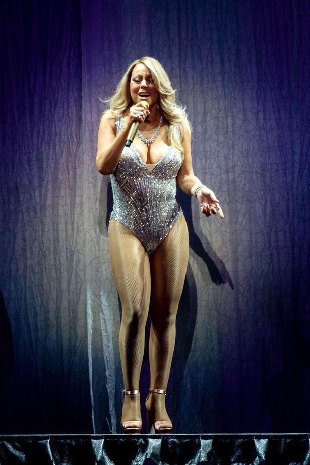 Mariah Carey: body e tacchi a spillo a Birmingham - Mariah Carey mette in mostra le curve sul palco di Birmingham, mentre il terzo matrimonio con il businessman James Parker è pronto a diventare un reality show.  - Read full story here: http://www.fashiontimes.it/2016/03/mariah-carey-body-tacchi-spillo-birmingham/