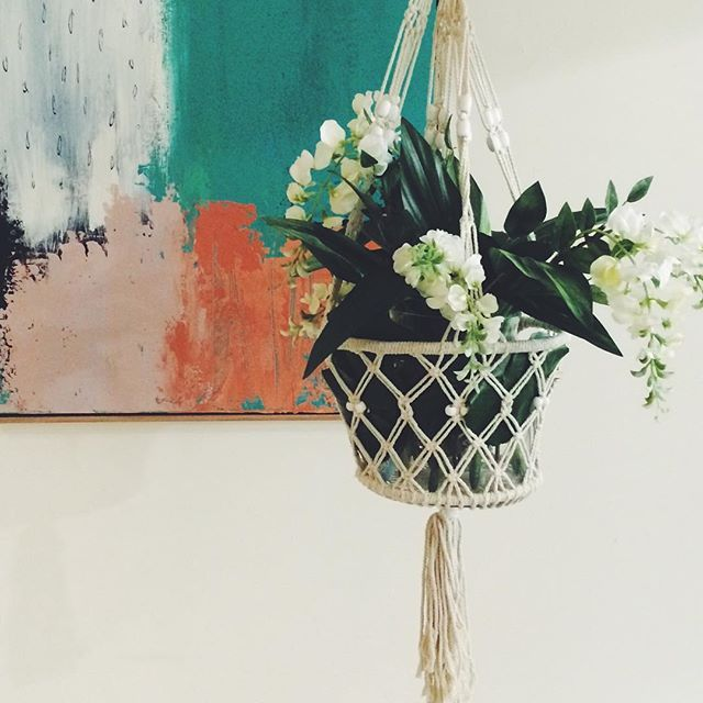 New macramé hanging baskets at bargain prices!  #décor #homewares #blue #texture #copper #fauxflowers #white #keeki #keekimystyle #styling #styledbylovestylemix #stylingtips #homestyling #picoftheday #coral #ceramic #metallic #macramé #ontrend #monmelbourne #fauxflowers Medium $17.99 Large $29.99 http://ow.ly/RXBg3