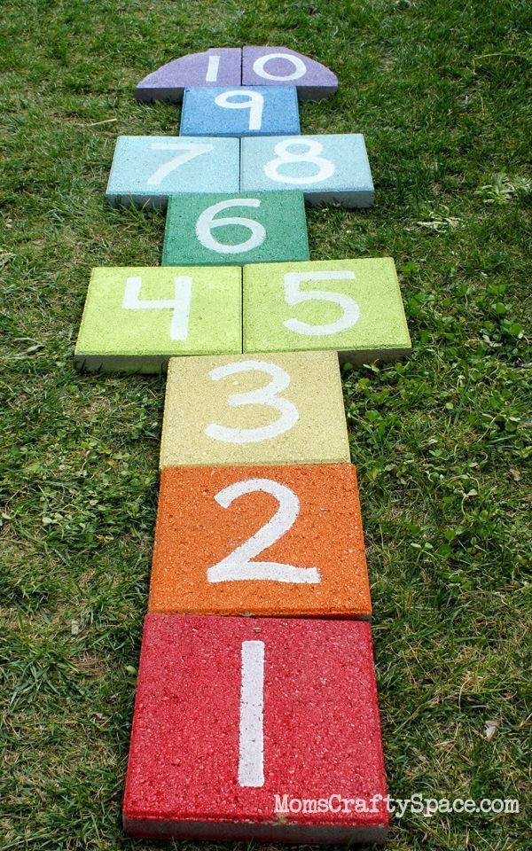 Super easy outdoor rainbow hopscotch - just use garden pavers and spray paint to…