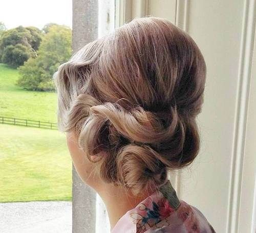 vintage+updo+with+a+bouffant+for+medium+hair