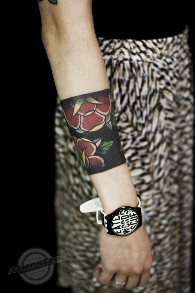 """Not crazy about this particular tattoo, but am digging the STYLE. A """"cuff"""" tattoo is a snazzy idea!"""