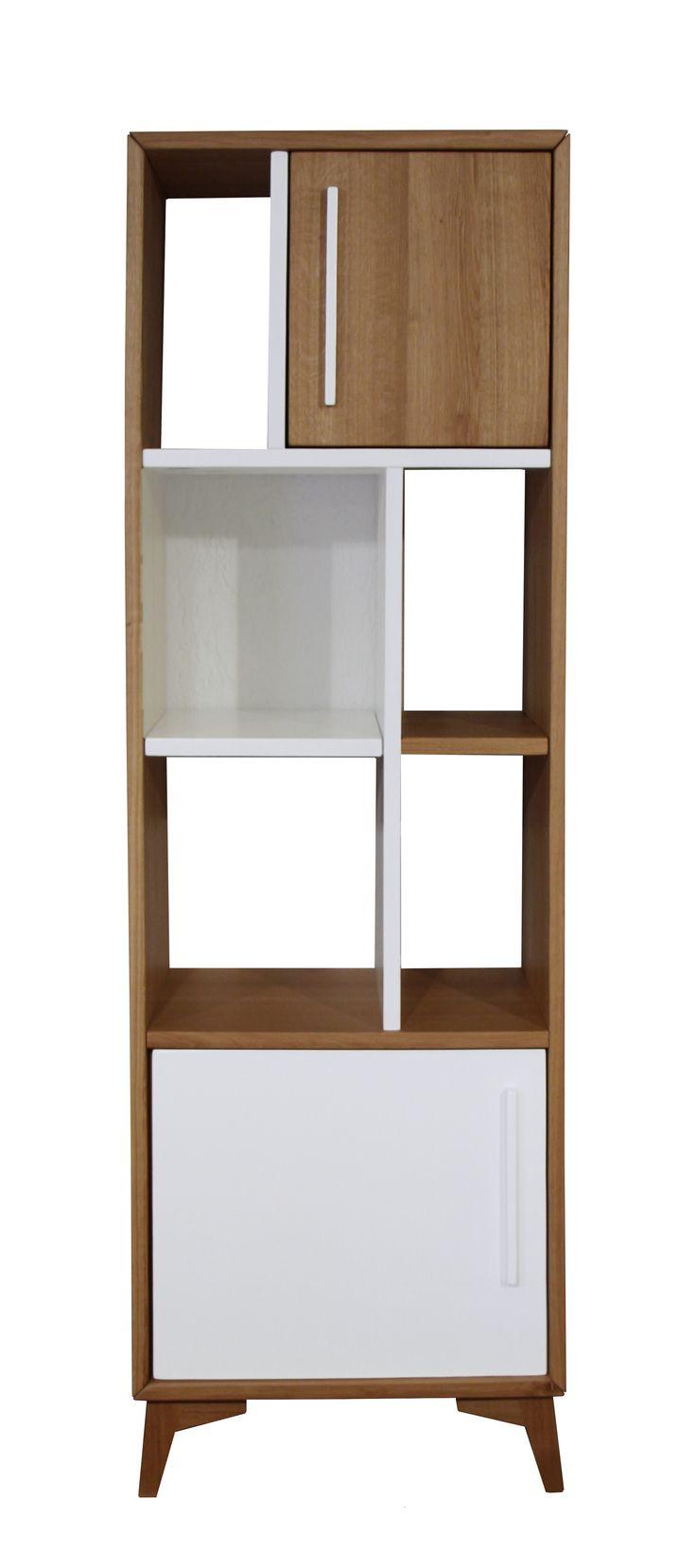 Présentée ici dans sa version colonne 2 portes, la collection Helsinki comprend également une table basse, une table haute, un meuble TV et un bahut. L'ensemble de ces meubles est intégralement sur-mesure et personnalisable : dimensions, choix du traitement du piétement en bois ou en métal, choix de la couleur de la laque.