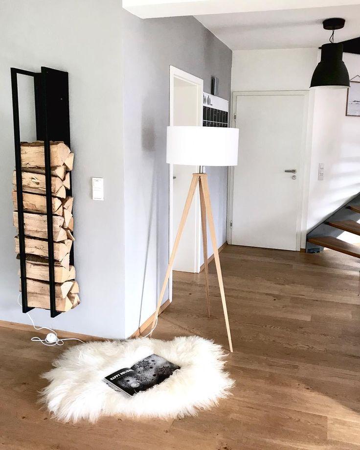 Wohnzimmer-sichtbeton-wand-metall-regalsystem