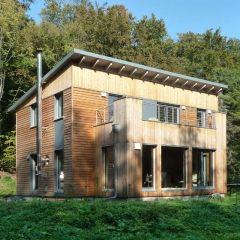 die besten 25 holzanbau ideen auf pinterest fertighaus holz vordach modern und haus architektur. Black Bedroom Furniture Sets. Home Design Ideas