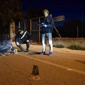 Lavoro Bari  Da un'auto in corsa nella notte esplosi due colpi all'esterno di una discoteca. L'uomo non è grave. Indagano i carabinieri  #LavoroBari #offertelavoro #bari #Puglia Agguato a parcheggiatore ferito alle gambe