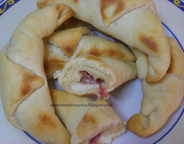 m@tematicaecucina: Cornetti Salati Farciti con Salame e Scamorza