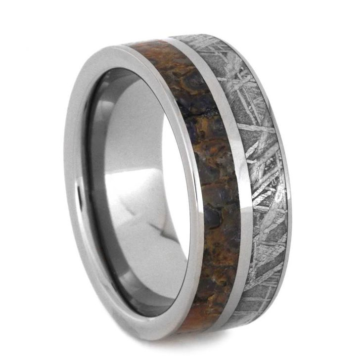 A dynamic duo of prehistoric materials is well presented in this titanium ring. . To one side is Gibeon meteorite, a 4 billion year old beauty. Finishing...