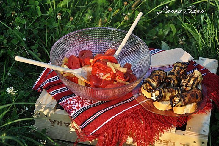 """Salata de legume """"Gusturi Romanesti de la gospodari"""" cu rulouri de vinete"""
