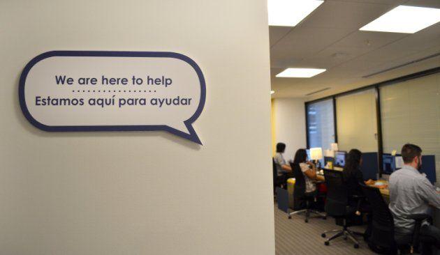 """(Yahoo Noticias) -- """"Esto está aquí para brindarles el apoyo emocional y la ayuda que necesitan. Esperamos (que los servicios en español) derriben barreras y alienten a más gente a buscar ayuda."""" -- Scott Berkowitz de RAINN"""