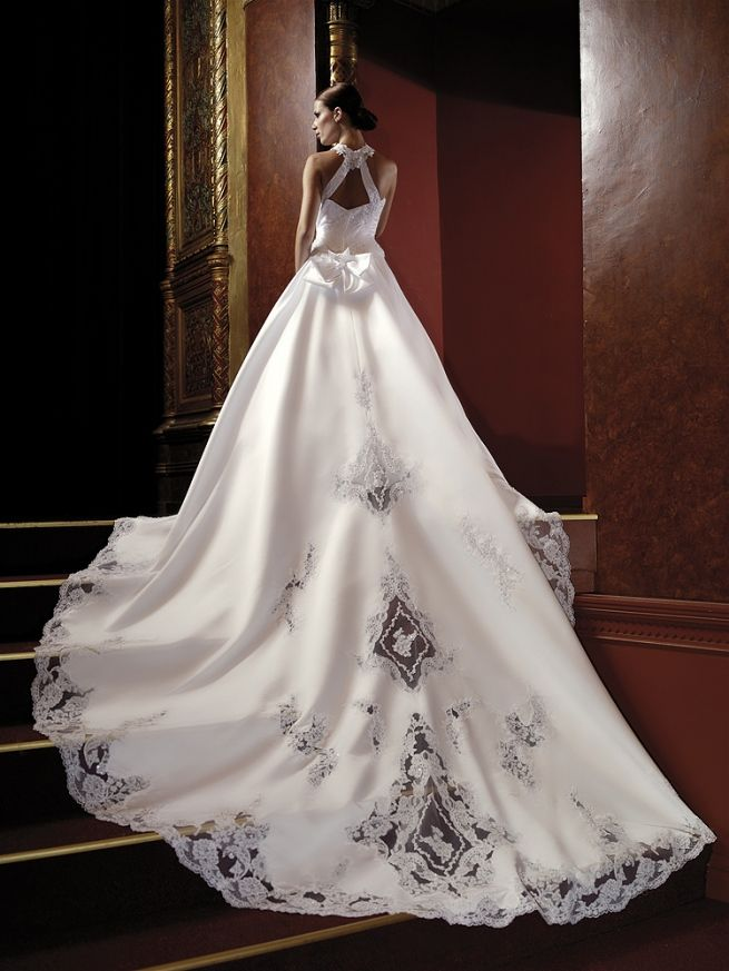 Long train wedding dress with embroidery