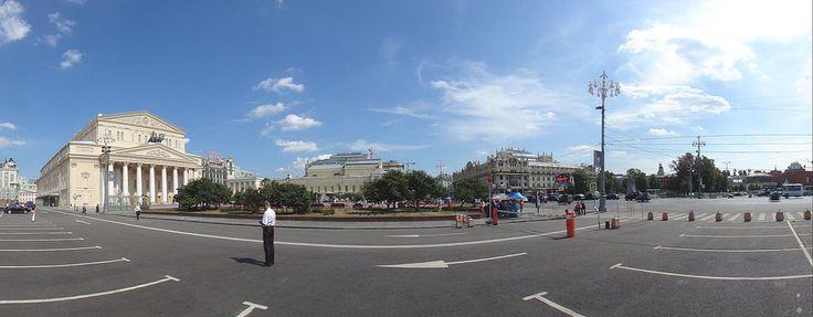 Театра́льная пло́щадь (в 1820-е годы — Петро́вская пло́щадь, в 1919—1991 годах — пло́щадь Свердло́ва) — площадь в центре Москвы. Осип Бове.
