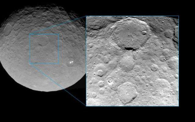 Foto dettagliate del pianeta nano Cerere scattate dalla sonda spaziale Dawn Qualche giorno fa la sonda spaziale Dawn della NASA ha scattato una serie di fotografie del pianeta nano Cerere da un'altitudine di circa 5.100 chilometri. #missionispaziali #nasa