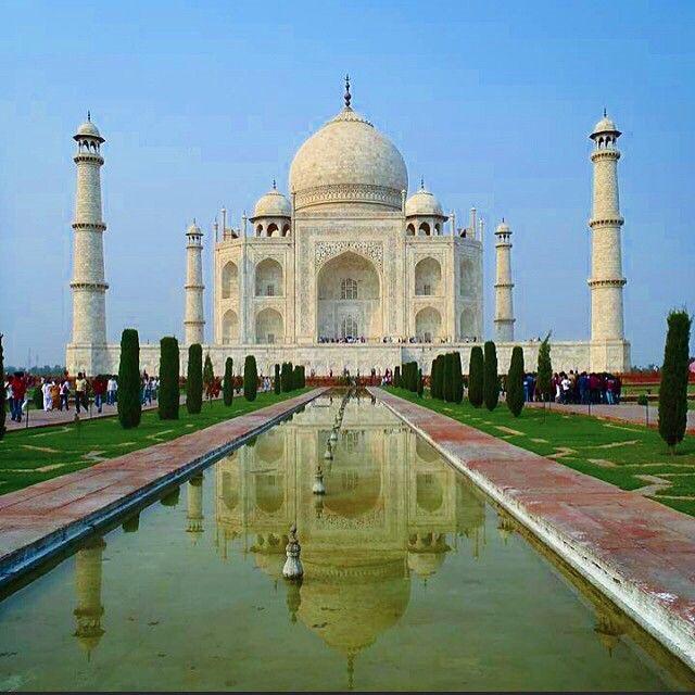 Du kan følge med på to- eller tre dages rejser fra Goa til New Dehli, Agra og det fantastiske Taj Mahal. Hvorfor ikke komme afsted når nu du er i Indien? Du kan læse mere her: www.apollorejser.dk/rejser/asien/indien/goa