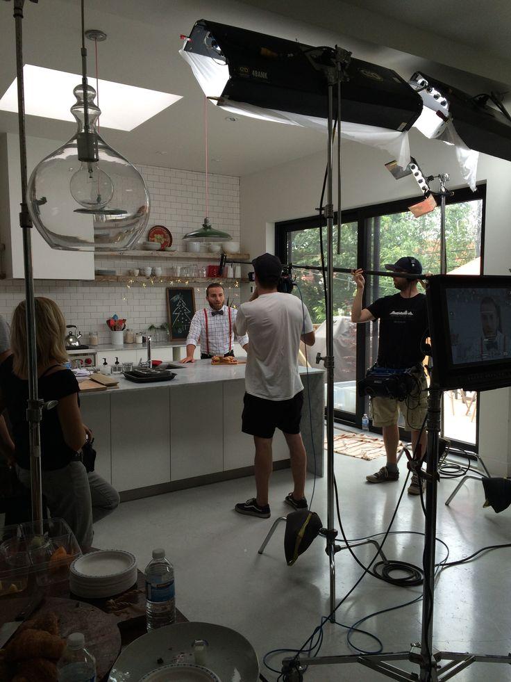 Dave Morgan sur son 36 pour le tournage de la Promo Noël Cordon Bleu (2015). #tourtièreenmode5@7 #CordonBleu #party #tempsdesfêtes #recette #DaveMorgan