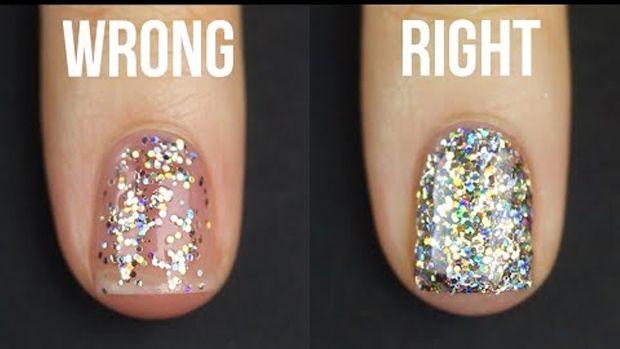 """Får dine negle altid et lidt """"spredt"""" look, når du bruger neglelak med glimmer? Så skal du bare gøre sådan her."""
