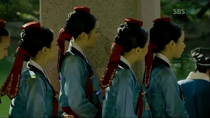 """A Guide to Joseon Hairstyles and Headgears   the talking cupboard - """"Negadak/dugadak/ patip daenggi (네가닥/두가닥/팥잎댕기): Reserved for the court ladies with the saeng meori style."""""""