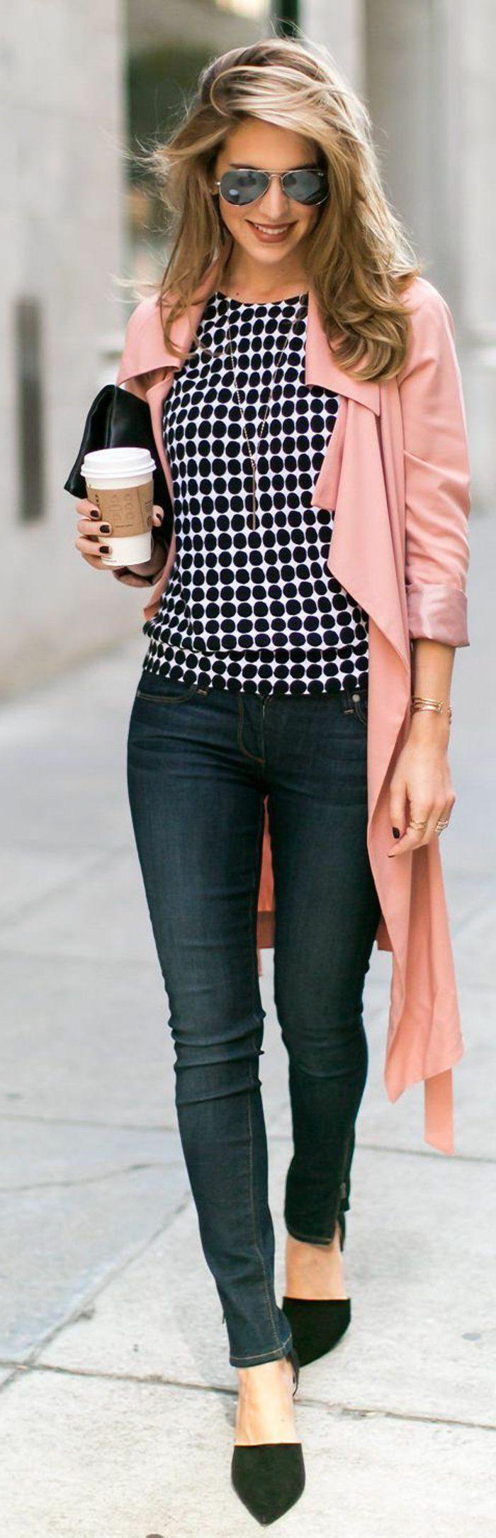 manteau long femme rose avec denim et chaussures noirs