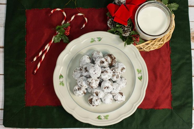 If you're looking to save a little money this year, try making these No Bake Eskimo Cookies as part of a holiday gift basket you give to friends and family. These bite-sized morsels are chewy, chocolatey, and covered in powdered sugar.