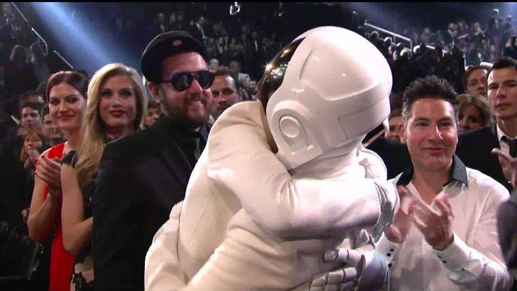 Wajar bgt deh menang Grammy, 1 album lagu2nya keren bingits! :D
