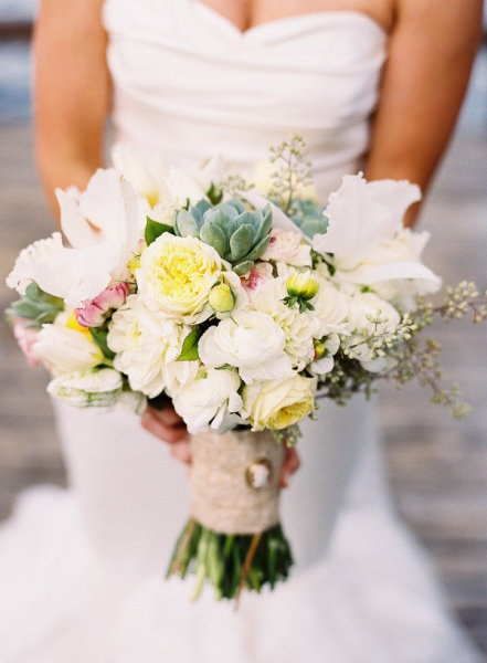 What a LOVELY bridal bouquet