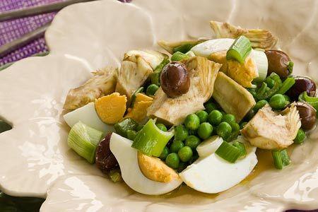 Σαλάτα με αυγά, αρακά και αγκινάρες του κουτιού - Συνταγές | γαστρονόμος