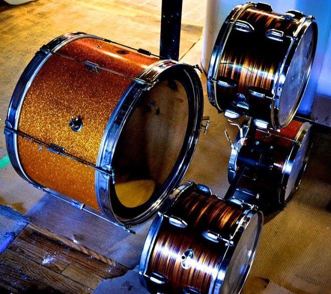Lustr z bicí soupravy