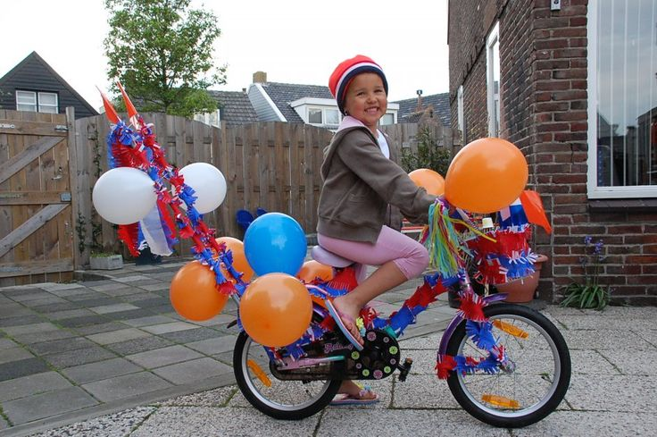 Versierde fiets koninginnedag. Decorated bicycle, Queensday.