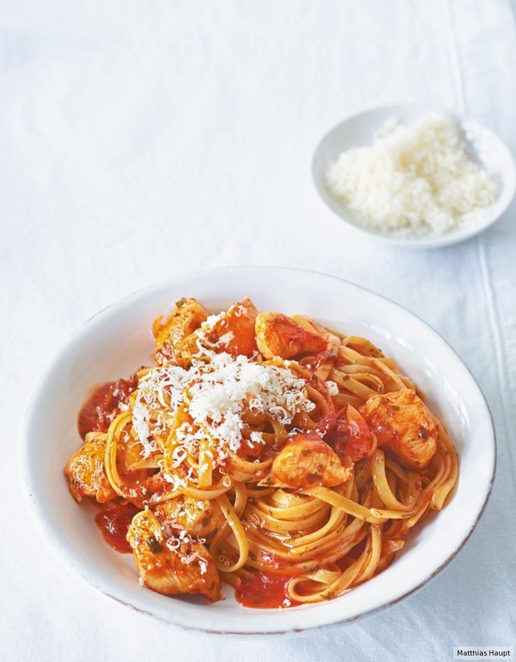 Pasta plus Huhn plus Tomate: Traum-Trio der rasanten Art.