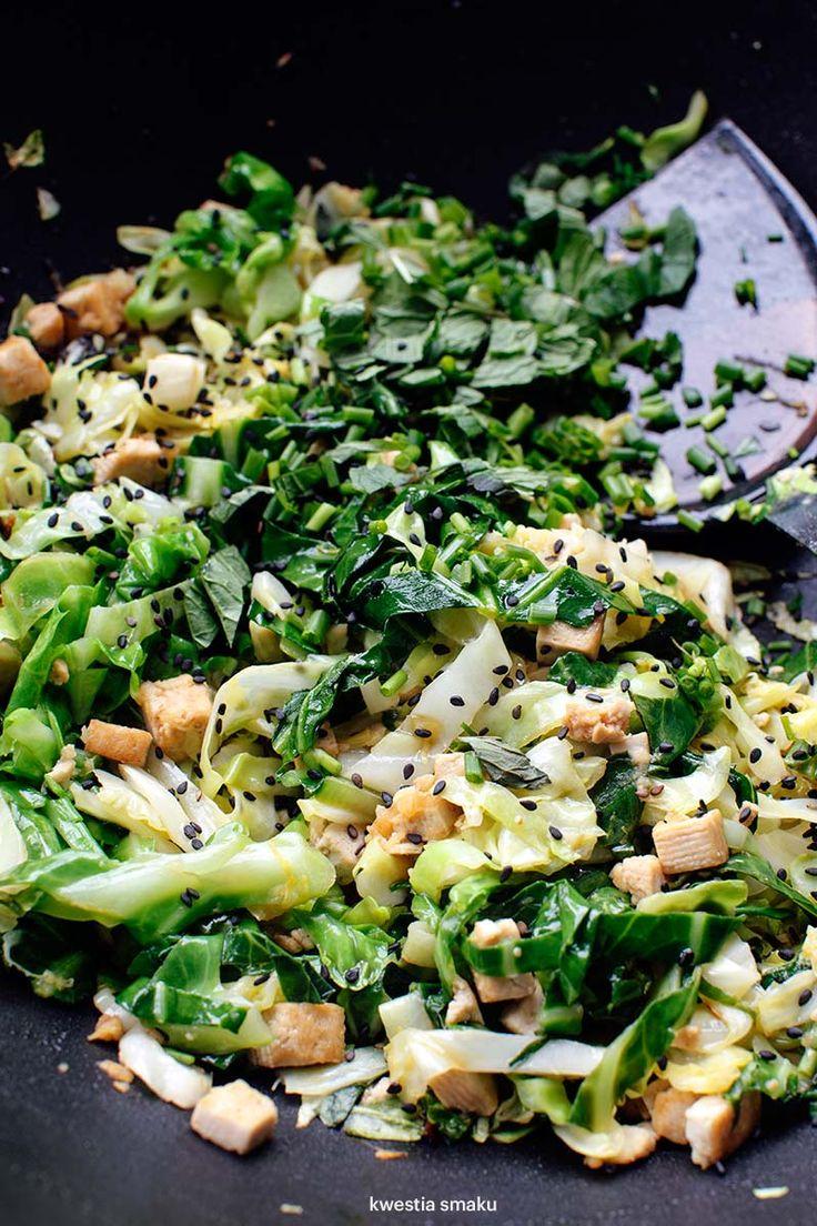 Stir-fry z młodej kapusty i tofu (lub kurczaka)